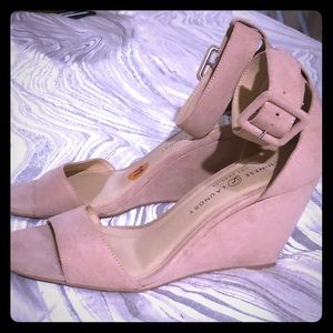 Suede CHINESE LAUNDRY. Wedges
